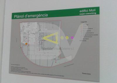 Placa de señalización salidas de emergencia.