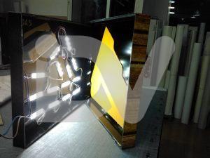 Rótulo caja de luz adidas