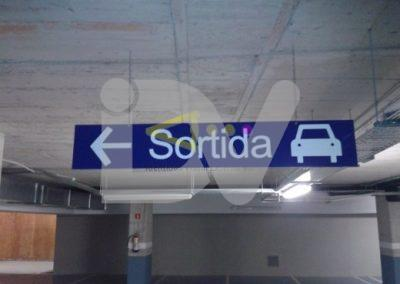 Placas de señalización de parking.