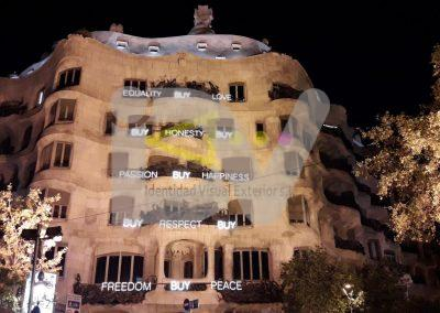 Letras corpóreas iluminadas con led efecto neón La Pedrera Gaudí