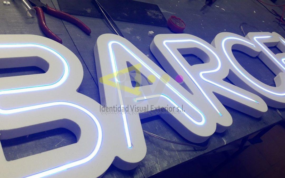 Letras corpóreas con luz led efecto neón