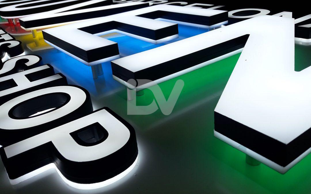Rótulo de letras con doble iluminación