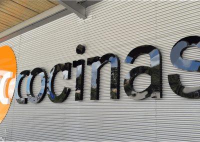 Cartel de fachada letras corpóreas iluminadas black & white